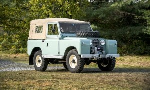 Land-Rover-Series-II-light-green.jpg&MaxW=630